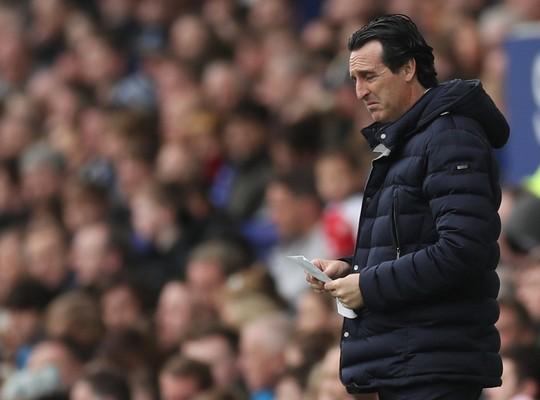 Vuột cơ hội vào top 3, CĐV Arsenal kêu gọi sa thải HLV Emery - Ảnh 4.