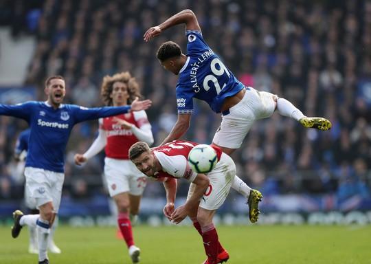 Vuột cơ hội vào top 3, CĐV Arsenal kêu gọi sa thải HLV Emery - Ảnh 3.