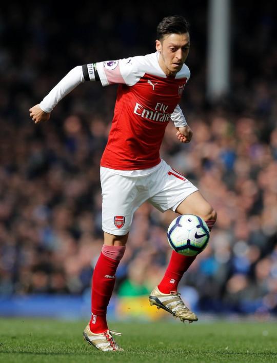 Vuột cơ hội vào top 3, CĐV Arsenal kêu gọi sa thải HLV Emery - Ảnh 1.