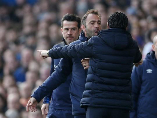 Vuột cơ hội vào top 3, CĐV Arsenal kêu gọi sa thải HLV Emery - Ảnh 2.