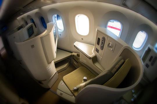 Lần đầu tiên khách từ TP HCM bay đi Đông Nam Á trên 2 siêu máy bay - Ảnh 2.