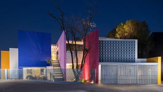 Ngôi nhà đẹp như một bức tranh rực rỡ sắc màu - Ảnh 1.