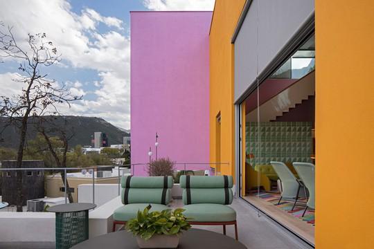 Ngôi nhà đẹp như một bức tranh rực rỡ sắc màu - Ảnh 3.
