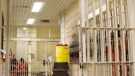 Tù nhân Mỹ kiện nhà tù vì điều kiện sống quá tệ - Ảnh 2.