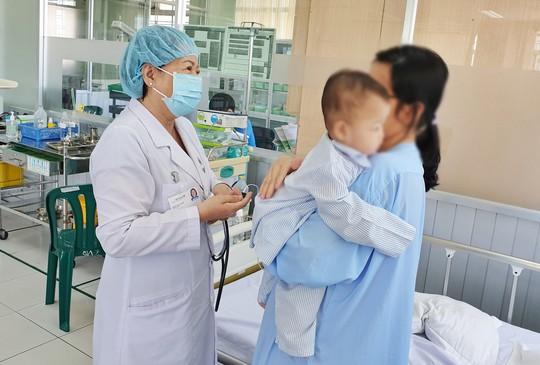 Điều trị bác sĩ tư, bệnh nhi 10 tháng tuổi suýt mất mạng vì tiêu chảy cấp - Ảnh 1.