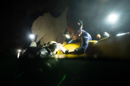 Phát hiện mới về hệ thống hang ngầm sâu hơn mực nước biển ở Sơn Đoòng - Ảnh 7.
