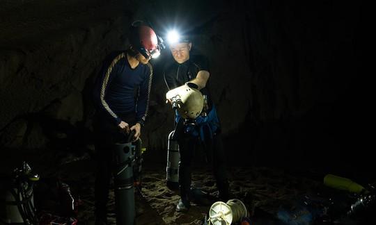 Phát hiện mới về hệ thống hang ngầm sâu hơn mực nước biển ở Sơn Đoòng - Ảnh 4.