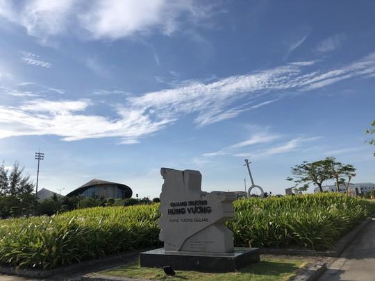 Chiêm ngưỡng những công trình kỷ lục Việt Nam tại quảng trường lớn nhất ĐBSCL - Ảnh 2.