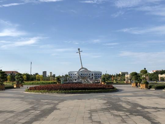 Chiêm ngưỡng những công trình kỷ lục Việt Nam tại quảng trường lớn nhất ĐBSCL - Ảnh 3.