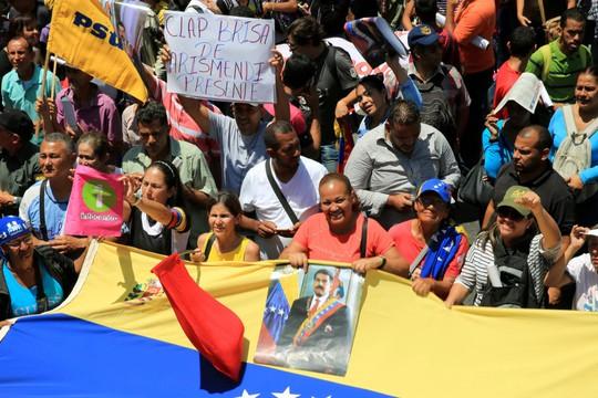 Tổng thống Venezuela tuyên bố đập tan âm mưu đảo chính - Ảnh 2.