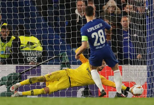 Arsenal đại thắng nhờ hat-trick, Chelsea nghẹt thở thắng luân lưu - Ảnh 10.