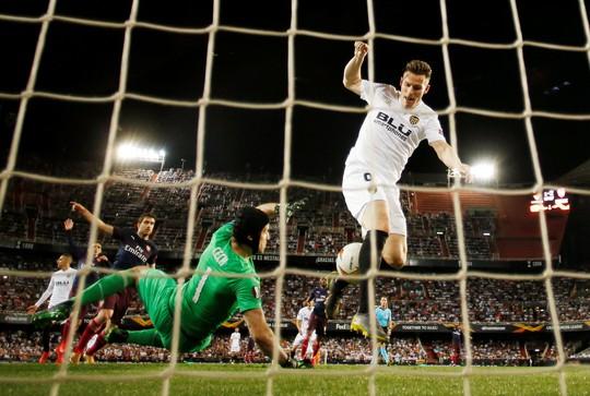 Arsenal đại thắng nhờ hat-trick, Chelsea nghẹt thở thắng luân lưu - Ảnh 3.