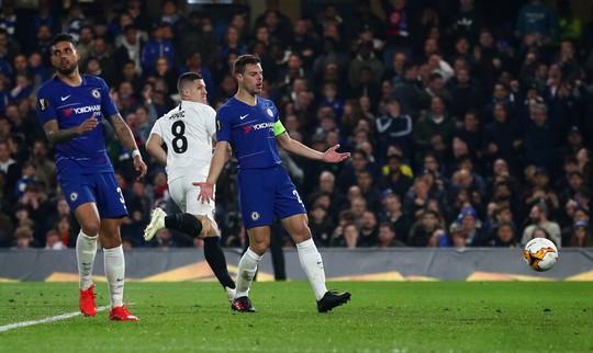 Arsenal đại thắng nhờ hat-trick, Chelsea nghẹt thở thắng luân lưu - Ảnh 9.