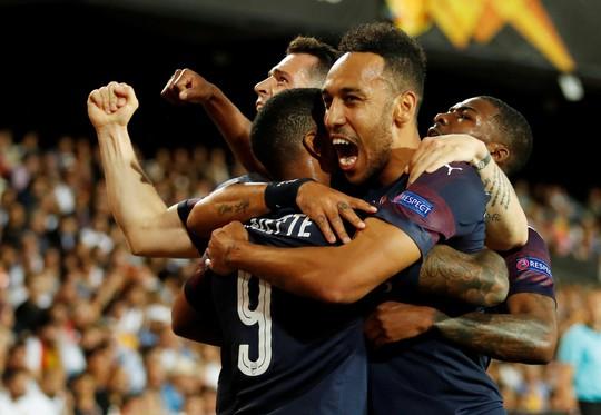 Arsenal đại thắng nhờ hat-trick, Chelsea nghẹt thở thắng luân lưu - Ảnh 6.