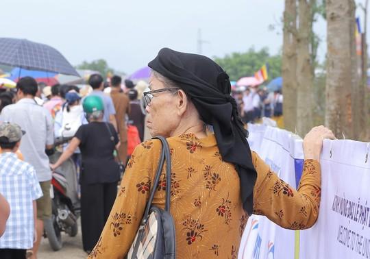 Hàng vạn người đổ về chùa Tam Chúc mừng đại lễ Phật đản Vesak 2019 - Ảnh 12.
