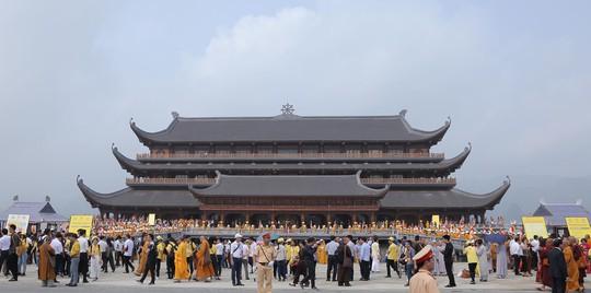 Hàng vạn người đổ về chùa Tam Chúc mừng đại lễ Phật đản Vesak 2019 - Ảnh 16.