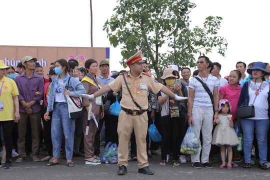 Hàng vạn người đổ về chùa Tam Chúc mừng đại lễ Phật đản Vesak 2019 - Ảnh 7.