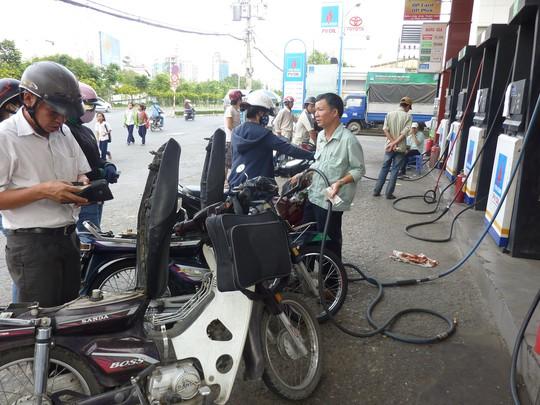 Lại kiến nghị bỏ quỹ bình ổn giá xăng dầu - Ảnh 1.