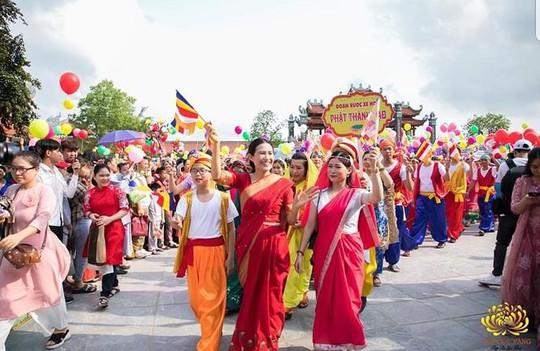 Lãnh đạo TP Uông Bí nói về việc bà Phạm Thị Yến xuất hiện trong lễ Phật đản tại chùa Ba Vàng - Ảnh 1.