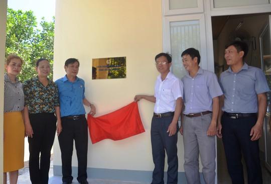 Quảng Bình: Tặng Mái ấm Công đoàn cho giáo viên vùng sâu - Ảnh 1.