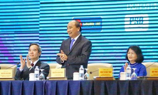 Thủ tướng Nguyễn Xuân Phúc lắng nghe 2.500 doanh nghiệp tư nhân hiến kế - Ảnh 1.
