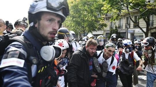Hàng chục ngàn người biểu tình, Pháp chìm trong bạo loạn - Ảnh 3.
