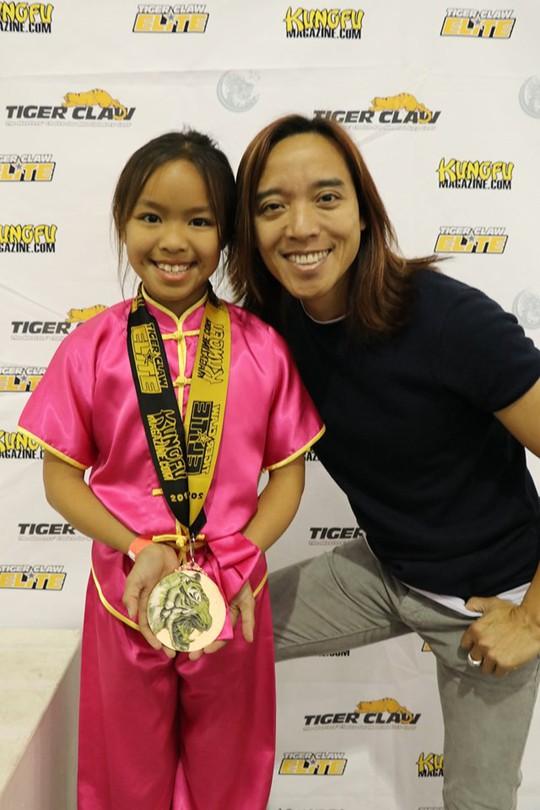Nghệ sĩ Việt Hương vui mừng khi con gái đoạt giải thưởng wushu - Ảnh 2.