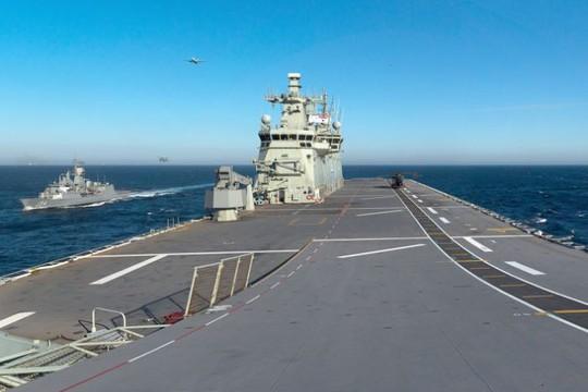 Tàu Trung Quốc đeo bám tàu Úc ở biển Đông  - Ảnh 1.