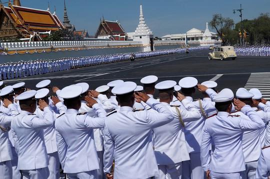 Thái Lan tổ chức lễ đăng quang của Quốc vương - Ảnh 3.