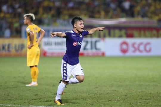 SLNA quật ngã đương kim vô địch, dẫn đầu BXH V-League - Ảnh 2.