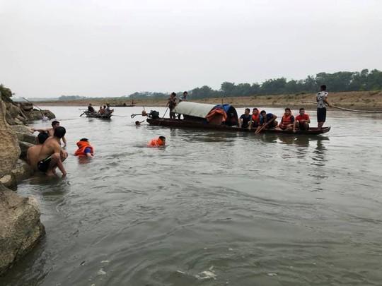 Nghỉ học ra sông tắm, 4 học sinh lớp 7 chết đuối thương tâm - Ảnh 1.