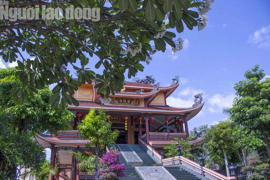 Chiêm ngưỡng ngôi chùa vùng biên giới có tượng Phật cao nhất miền Tây - Ảnh 9.