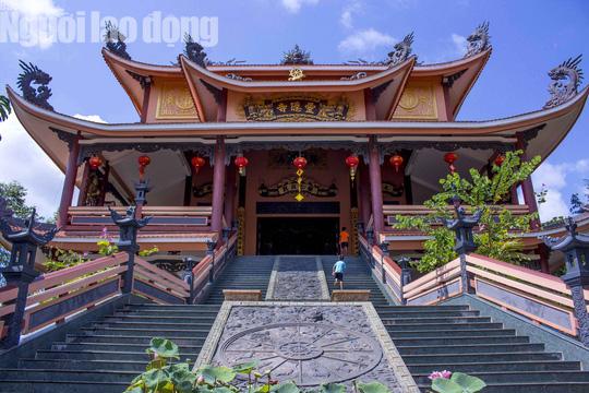 Chiêm ngưỡng ngôi chùa vùng biên giới có tượng Phật cao nhất miền Tây - Ảnh 10.