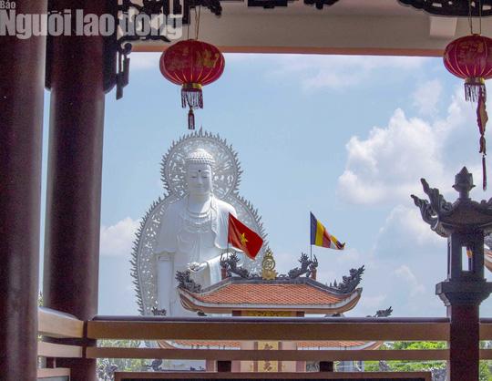 Chiêm ngưỡng ngôi chùa vùng biên giới có tượng Phật cao nhất miền Tây - Ảnh 17.