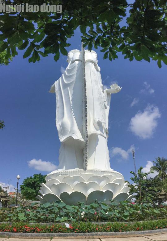 Chiêm ngưỡng ngôi chùa vùng biên giới có tượng Phật cao nhất miền Tây - Ảnh 3.