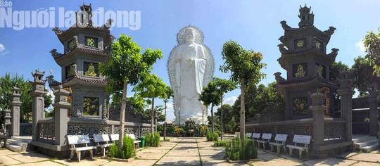 Chiêm ngưỡng ngôi chùa vùng biên giới có tượng Phật cao nhất miền Tây - Ảnh 4.