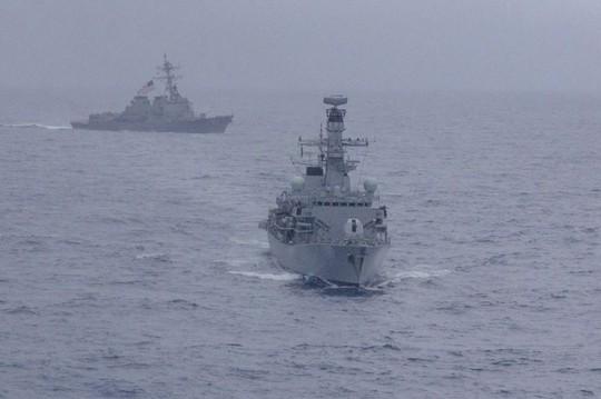 Mỹ, Nhật Bản, Ấn Độ và Philippines tập trận chung ở biển Đông - Ảnh 1.