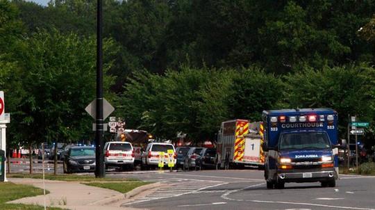 Mỹ: Nhân viên bất mãn xả súng khiến ít nhất 16 người thương vong - Ảnh 1.