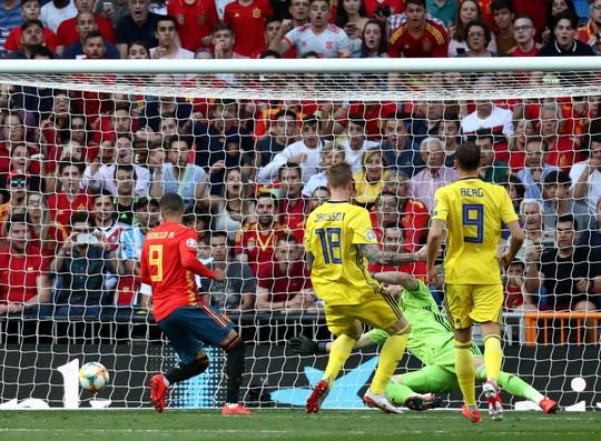 Vắng HLV, Tây Ban Nha vẫn thắng đậm Thụy Điển vòng loại Euro 2020 - Ảnh 3.