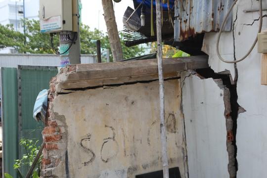CLIP: Sụp lún nghiêm trọng trên đường Ba Đình, quận 8, TP HCM - Ảnh 6.
