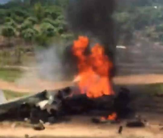 Cận cảnh rơi máy bay ở Khánh Hòa, 2 người tử nạn - Ảnh 2.