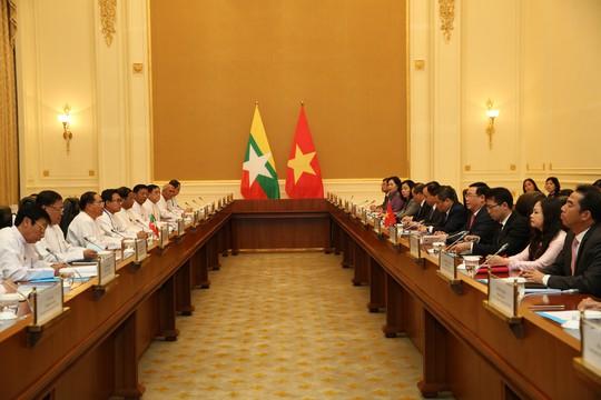 Phó Thủ tướng Vương Đình Huệ gặp bà San Suu Kyi bàn về hợp tác kinh tế - Ảnh 1.