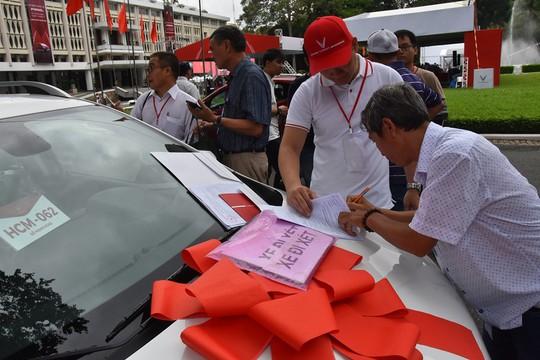 Hàng trăm ô tô thương hiệu Việt VinFast Fadil đến tay khách hàng - Ảnh 8.
