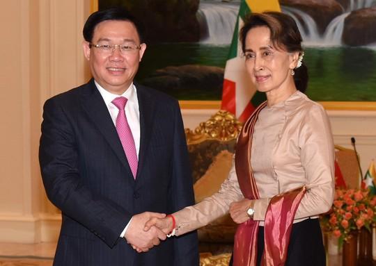 Phó Thủ tướng Vương Đình Huệ gặp bà San Suu Kyi bàn về hợp tác kinh tế - Ảnh 2.