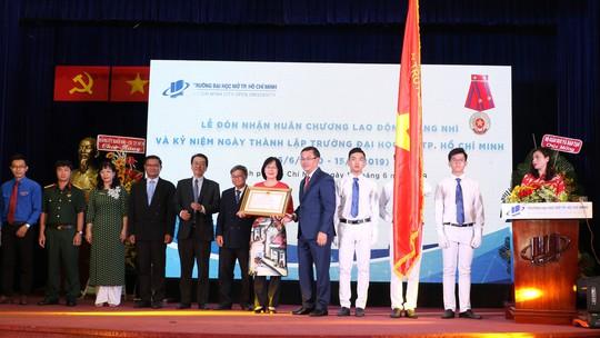 Trường ĐH Mở TP HCM nhận Huân chương Lao đông hạng Nhì - Ảnh 1.