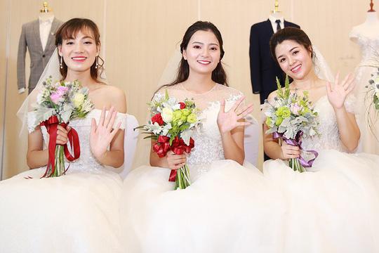 Ấn tượng lễ cưới tập thể của  công nhân  - Ảnh 1.