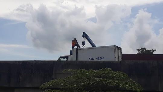 Lật xe trên cao tốc TP HCM - Trung Lương - Ảnh 3.