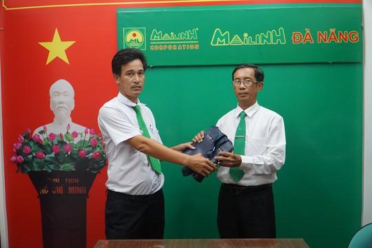 Tài xế taxi Mai Linh trả lại 130 triệu đồng cho khách để quên - Ảnh 1.