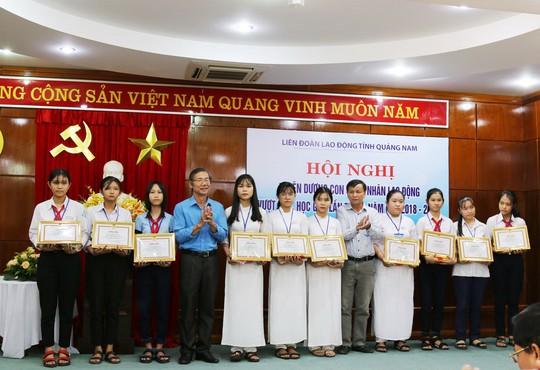 Quảng Nam: Tuyên dương con công nhân vượt khó học giỏi - Ảnh 1.