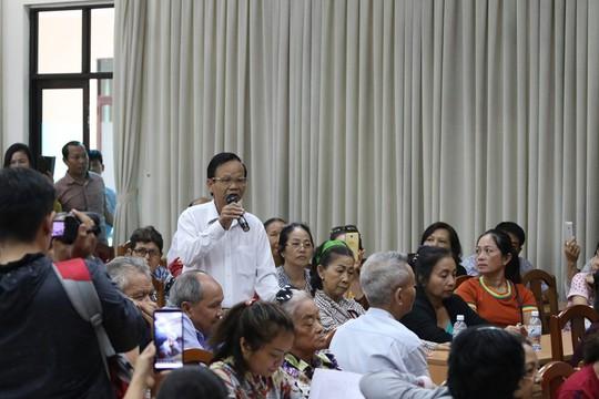 Tiếp xúc đại biểu HĐND TP HCM, cử tri quận 2 bức xúc chuyện Thủ Thiêm - Ảnh 2.